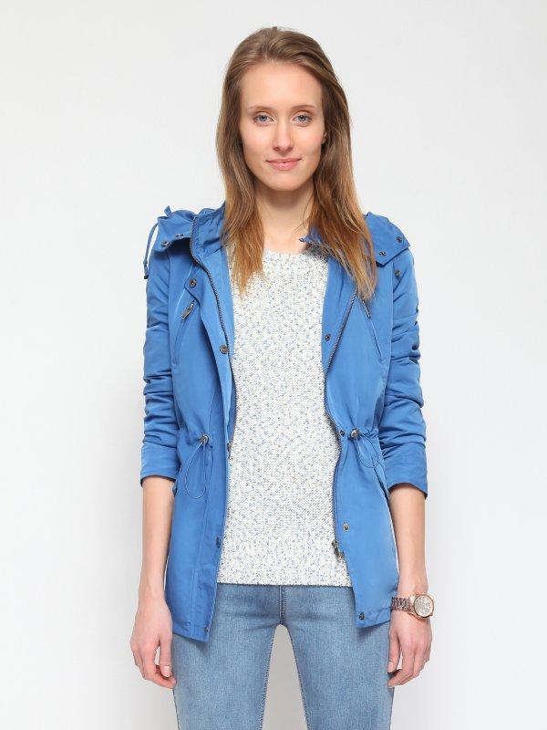 Jacket με κουκούλα , πολλαπλές τσέπες και κορδόνι αυξομείωσης . Συλλογή: Άνοιξη-Καλοκαίρι 2015 .Χρώμα: μπλε / Σύνθεση: 100% ΠΟΛΥΕΣΤΕΡ Το μοντέλο είναι 176 εκατοστά ύψος και μέγεθος extra small. - Μήκος : XS:/S:73cm, M:/L:75cm, XL/XXL:77cm - Δωρεάν Αλλαγή σε περίπτωση που δεν σας κάνει το μέγεθος. - Παράδοση 7-10 εργάσιμες ημέρες μετά την παραγγελία σας