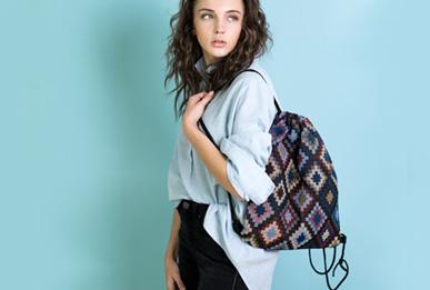 Βρείτε μοναδικές γυναικείες τσάντες σε προσιτές τιμές! Καθημερινές, σακίδια, τσάντες ώμου, ταχυδρόμου, χιαστί αλλά και απίστευτα βραδινά clutch. Η τσάντα είναι το πλέον λατρεμένο αξεσουάρ!