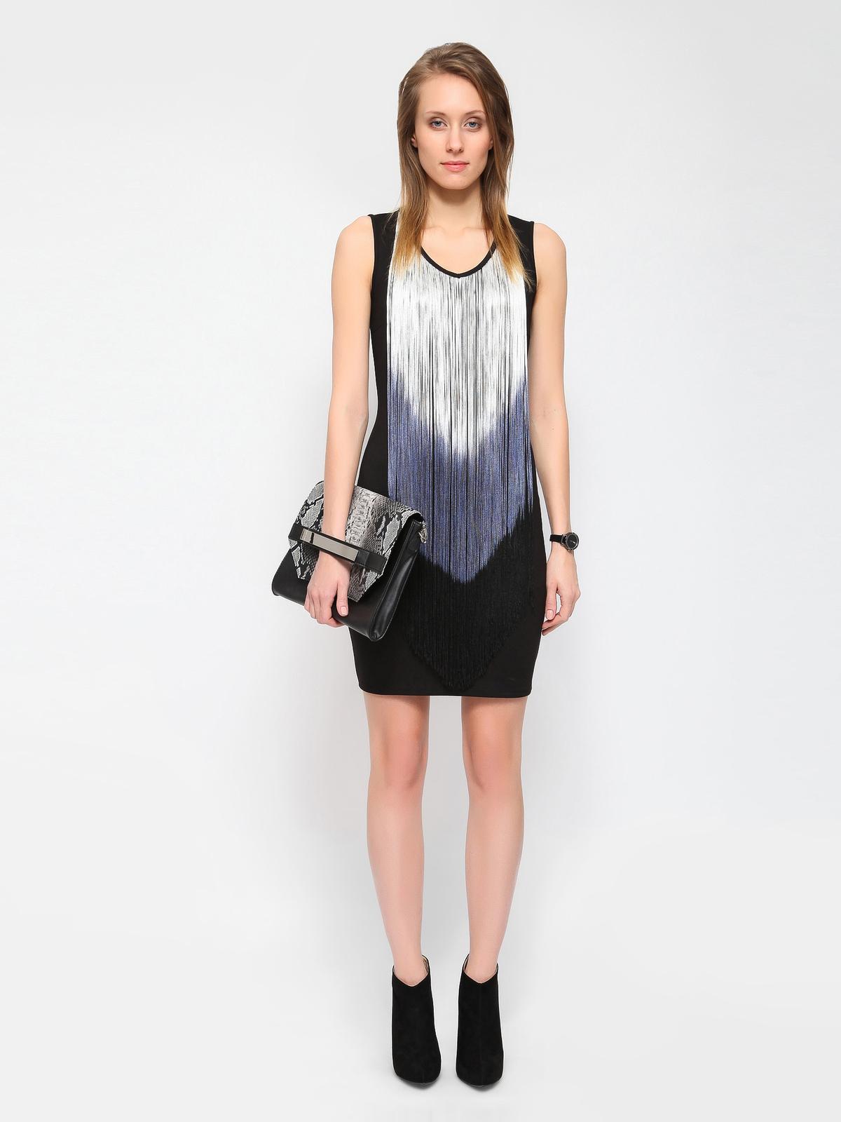 Κομψό φόρεμα σε στενή γραμμή με κρόσια στο μπροστινό μέρος