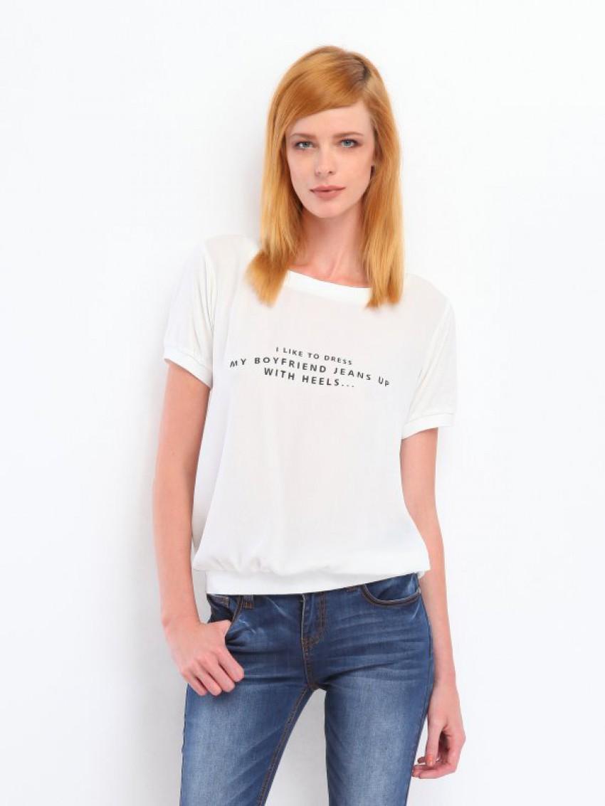 Τ-shirt σε άνετη γραμμή με logo